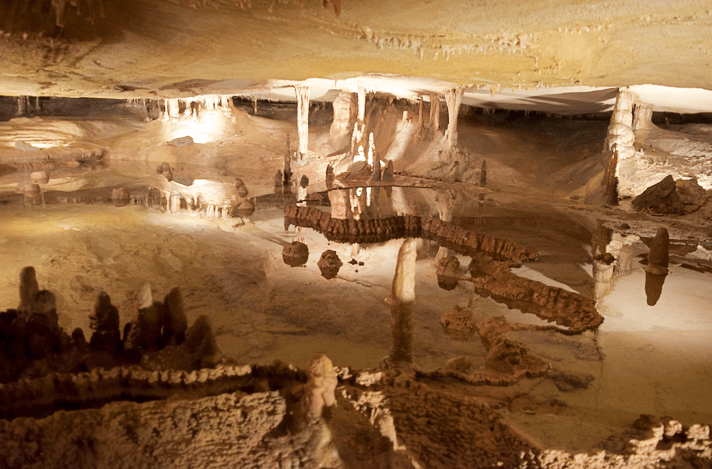 cave room and lake at Marengo Cave