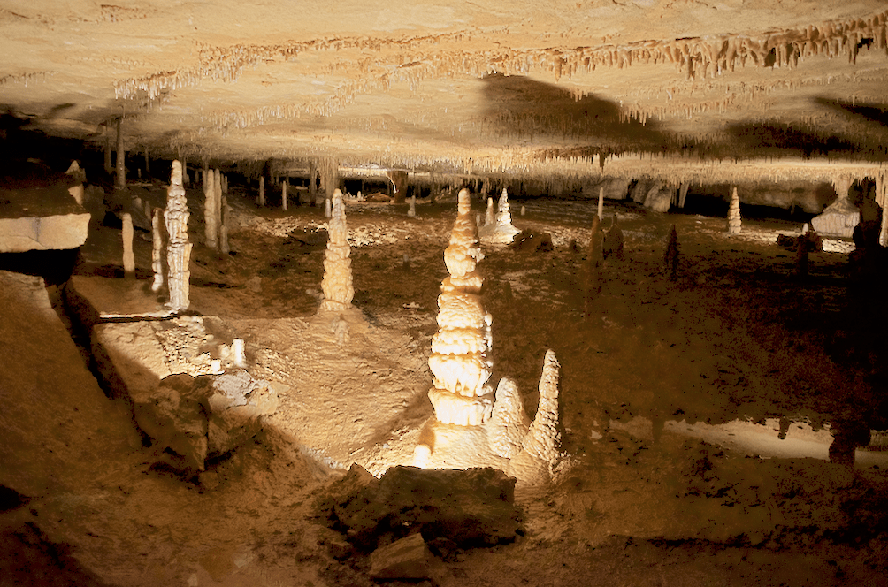 rock cave formations in Marengo Cave