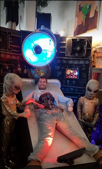 alien photo opp at Portland's Peculiarium