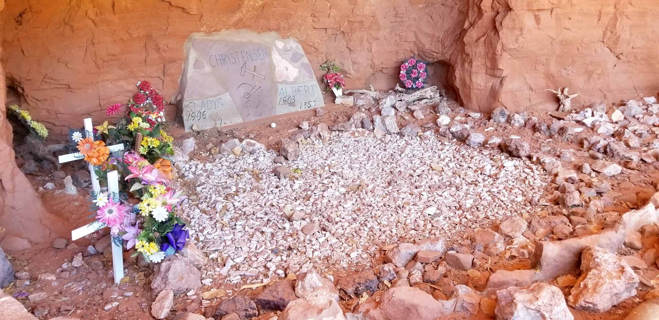gravesite at Hole in the Rock