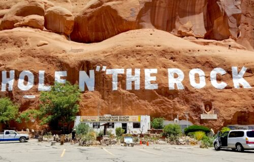 Hole in the Rock Utah – Is it Worth Seeing? + Tips for Visiting