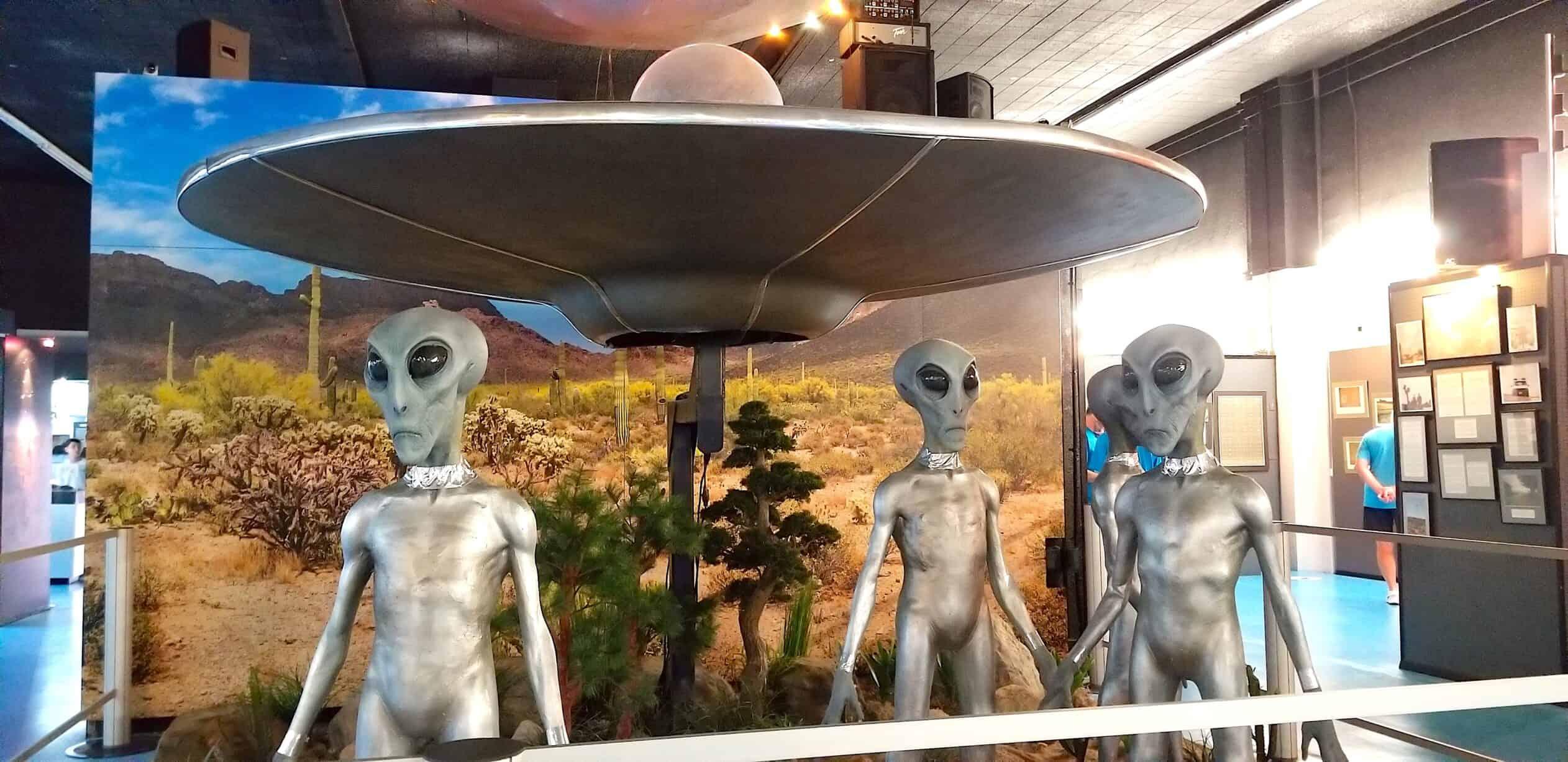 roswell alien spaceship display