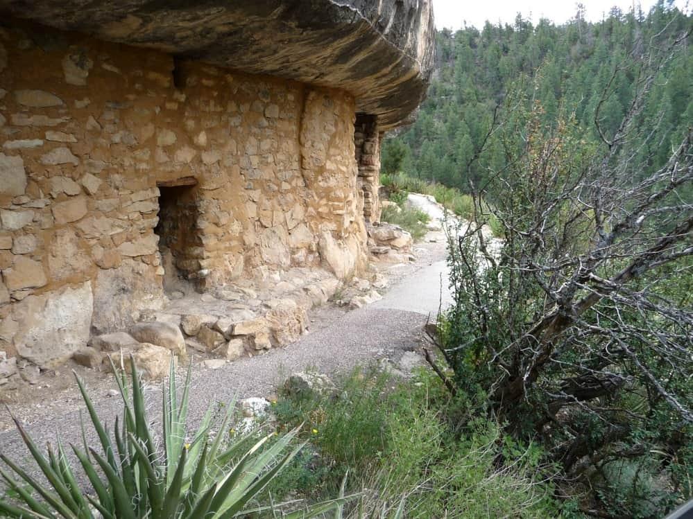 cliff dwelling on Island Trail in Walnut Canyon