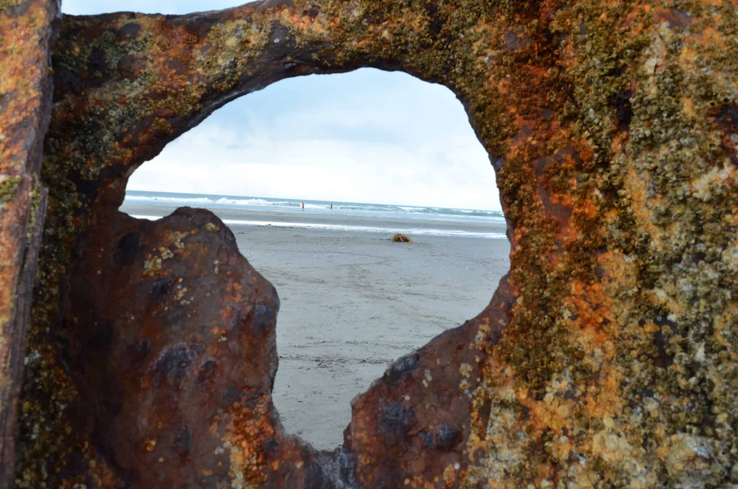 looking through Peter Iredale shipwreck to ocean